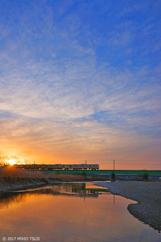 絶景探しの旅 − 0087 浅川の朝日を渡る八高線