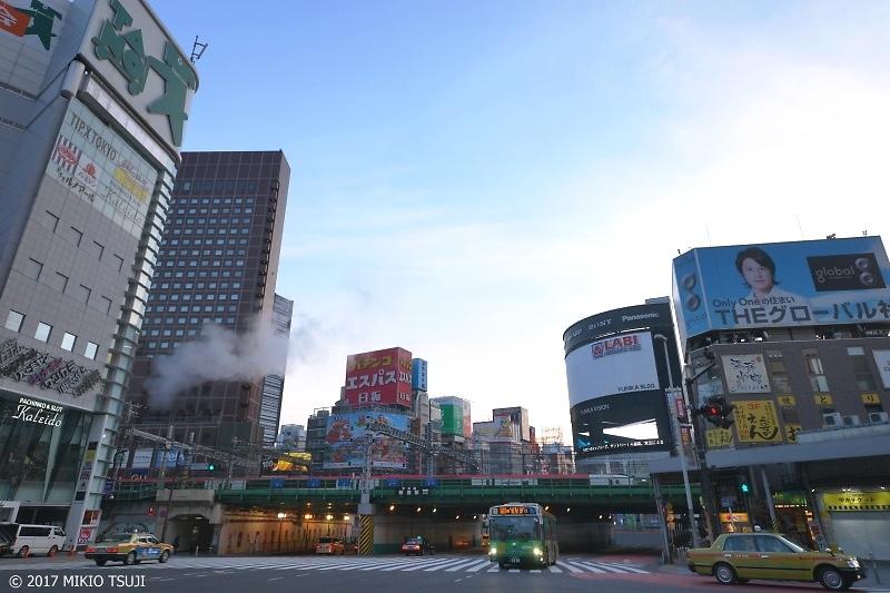 絶景探しの旅 - 0097 冬の新宿大ガード AM 07:03 (東京都 新宿区)